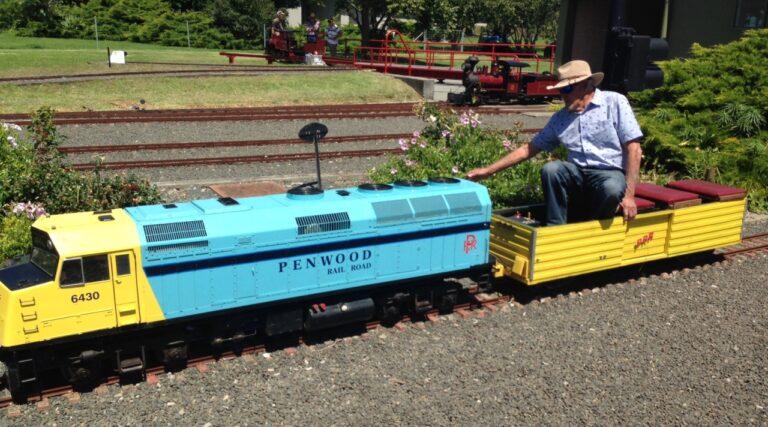 Penwood-railroad-miniature-train